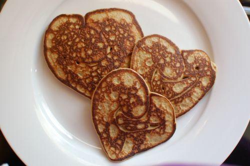heart pancakes breakfast