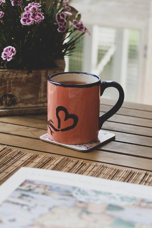 heart  mugs  table