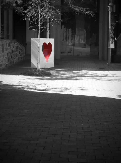 heart red black and white
