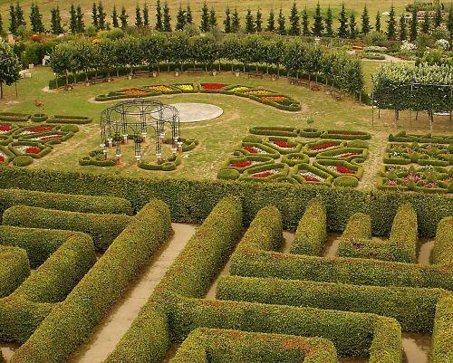 hedge park resting place