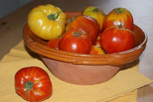 heirloom tomatoes bowl terra cotta table