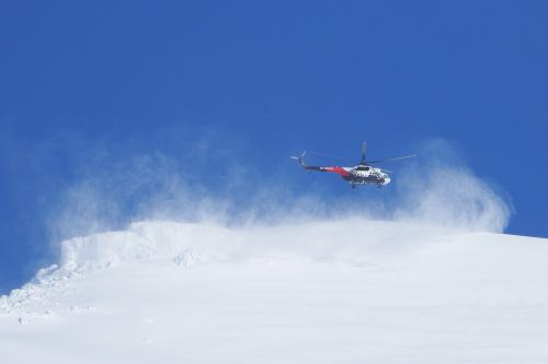 helicopter landing mountains