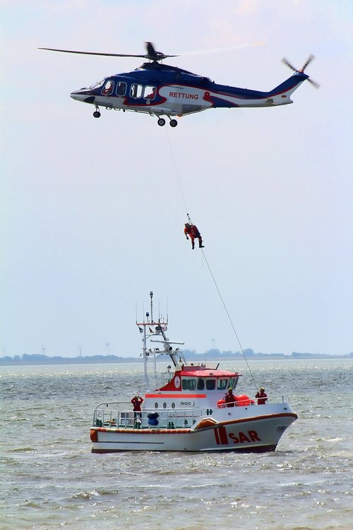 helicopter  rescue  distress