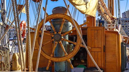 helm wheel sailboat
