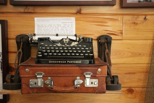 hemingway  typewriter  historic