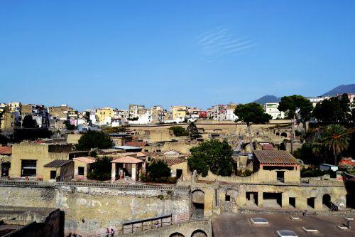 herkuláneum,užtvindytas miestas,paminklas,kasinėjimai italijoje