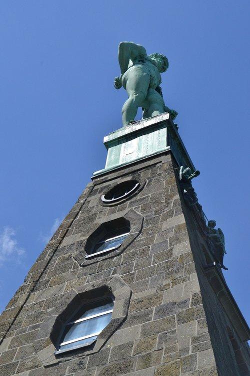 herkules-statue  kassel  mountain park
