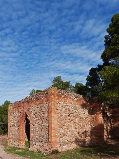 hermitage ruin sky