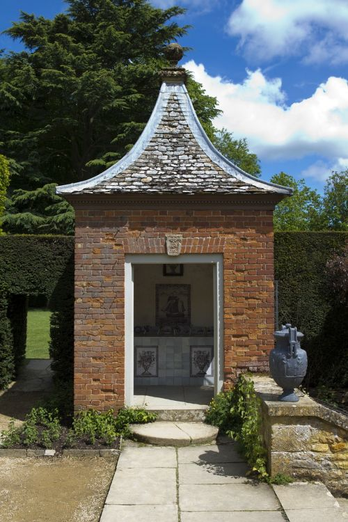 hidcote manor garden flemish bond red brick folly