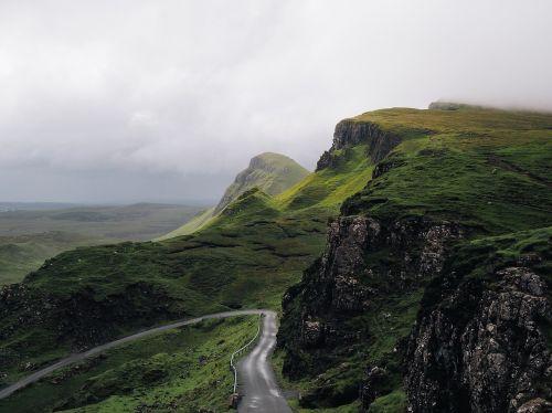 Highlands,kalnas,grazus krastovaizdis,kraštovaizdis,peizažas,slėnis,vaizdingas,lauke,kalnas,gražus,peizažai,kalnų peizažas,įspūdingas,žygiai,ramus,tylus,kraigas,debesis,gamtos kraštovaizdis,debesuota dangaus,žalias,gamta,Rokas,diapazonas,kelio