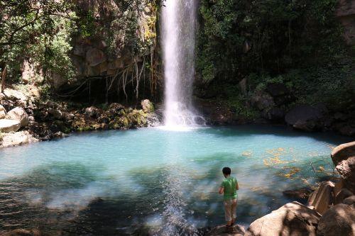hiker cascade costa rica