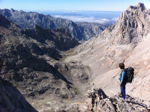 hiking picos de europa mountains