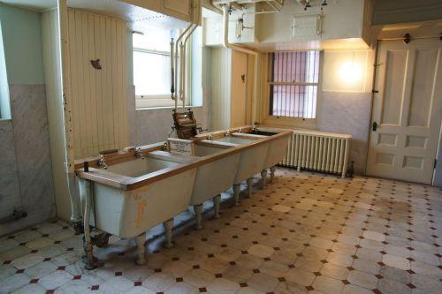 hill house minnesota washroom