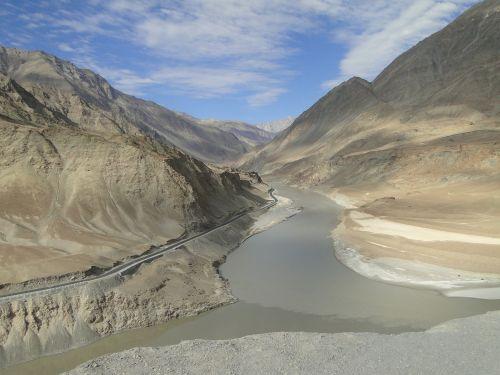 himalaya ladakh indus river