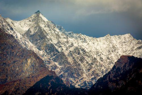 himalayas quiet backdrop