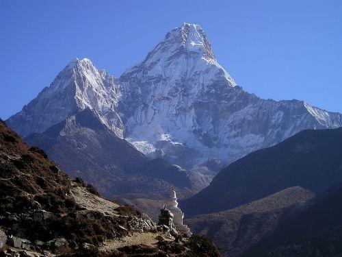 himalayas ama dablam mountain