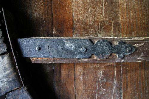 hinge old door