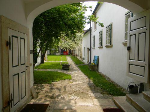 hof courtyard gateway