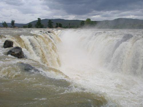 hogenakkal waterfalls waterfalls near bangalore hogenakkal water