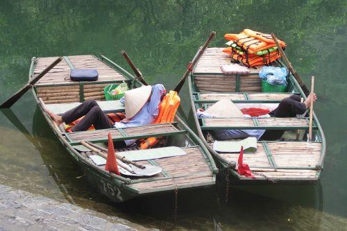 hoi an vietnam rowing boat