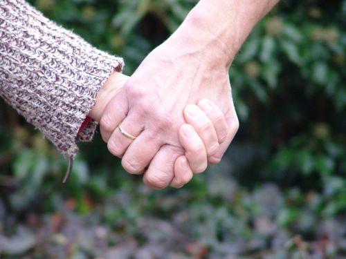 laikyti rankas,rankos,laikyti,partnerystė