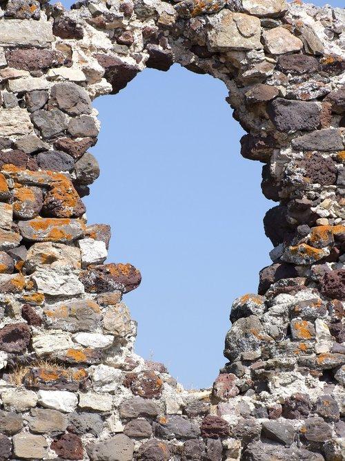 hole  wall  pierre