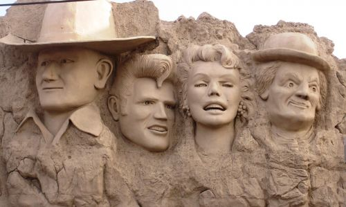 hollywood statues wall