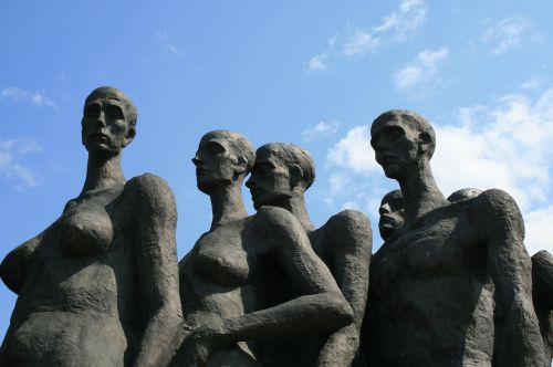 holocaust victims monument