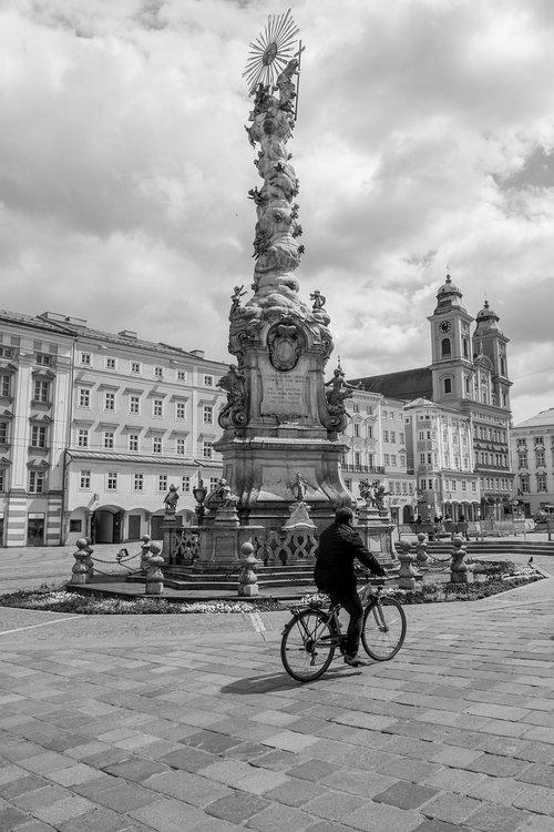 holy trinity column  linz  city