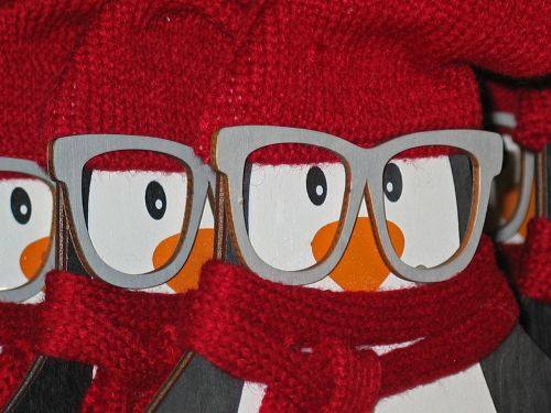 holzfigur,christmas,figure,decoration,advent,christmas decoration,wood,christmas time,craft,gifts,santa claus,december,wooden figures,painted,glasses,funny,penguin,color,decorative,red hat,knit beanie cap,cute,deco,sweet,animal