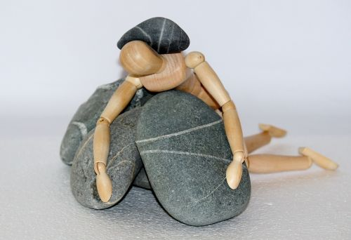 holzfigur stones life struggle