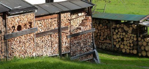 holzstapel firewood storage