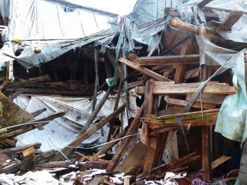 home ruin collapse