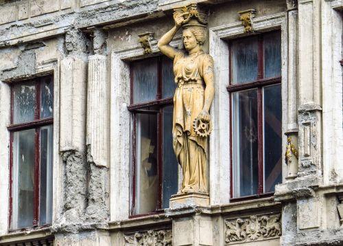 home facade facade figurine