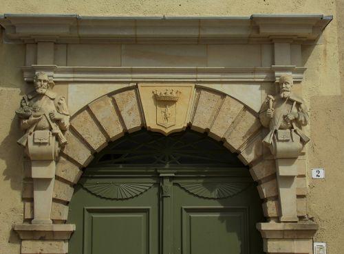 home facade sculpture