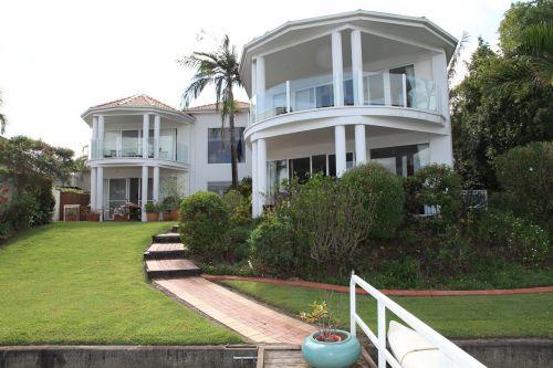namai,kondo,gyventi,Svetainė,architektūra,balkonas,veranda,stiklo langas,langas,šviesa,pragaras,balta,butas,pastatas,fasadas,skubėti,priekinis kiemas,australia,stulpelis,priekinis