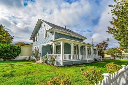 home covered porch picket fence