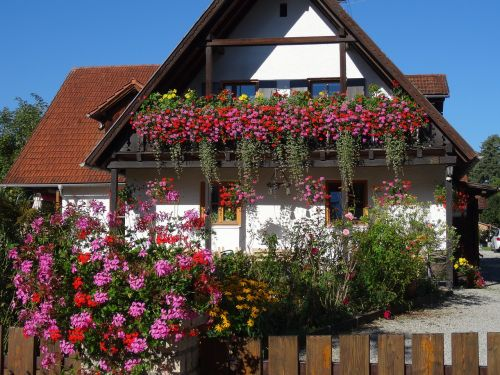 home floral decorations facade