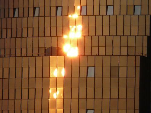 namai,stiklas,langas,priekinis langas,saulė,atgal šviesa,veidrodis,fasadas