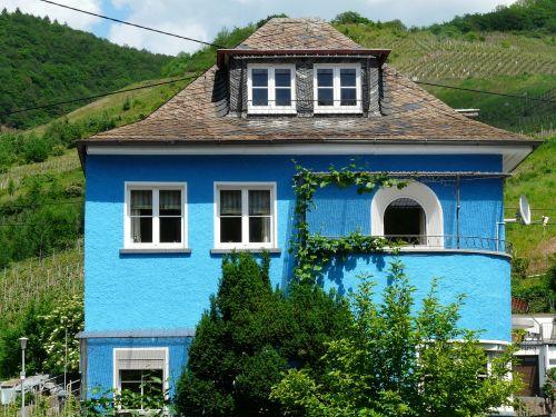 namai,mėlynas namas,mėlynas,ryškiai mėlynas,šviesiai mėlynas,vila,pastatas,architektūra,Nekilnojamasis turtas,kaimo namas