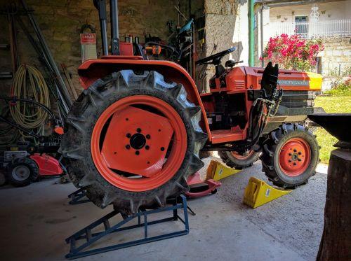 home workshop tractor elevator