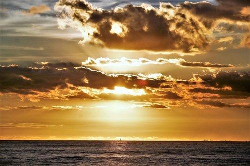 honolulu  oahu  sunset