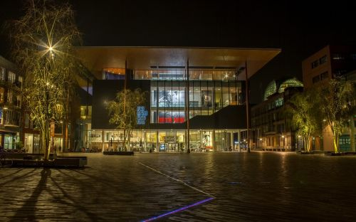 horizontal lit architecture