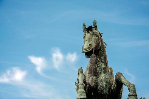 horse  statue  fun