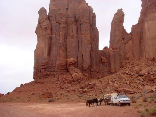 arkliai,Jodinėjimas arkliu,paminklo slėnis,uolienos formacijos,akmenys,Colorado,usa,Jungtinės Valstijos,amerikietis,kraštovaizdis,Nacionalinis parkas,paminklo slėnis Navajo genčių parkas,gamta,erozija,dykuma,turizmas