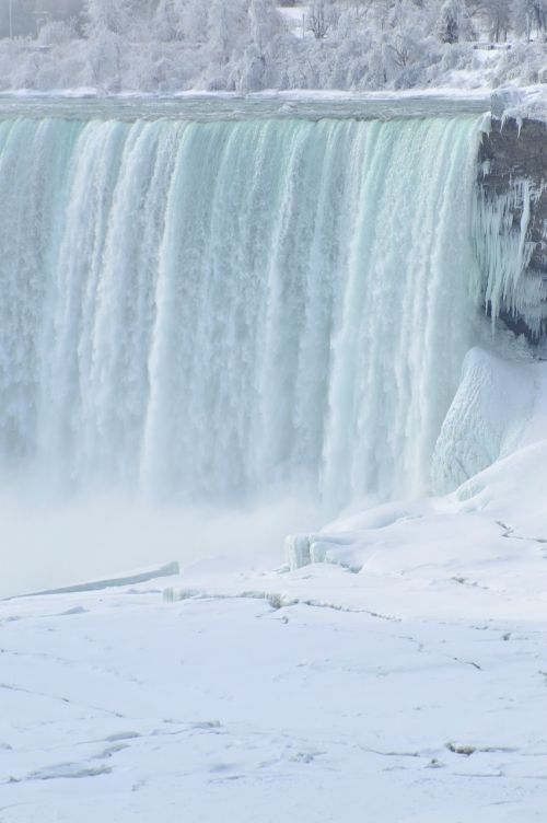 horseshoe falls niagara falls winter