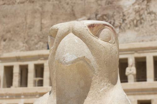 horus statue location