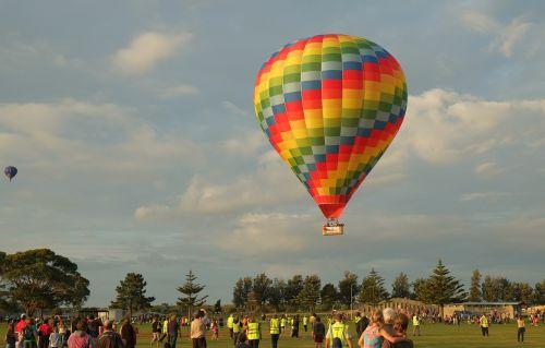 hot air balloon landing descending