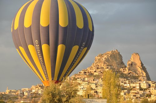 hot-air ballooning  on  the