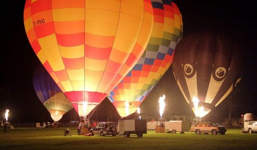 hot air balloons night glow